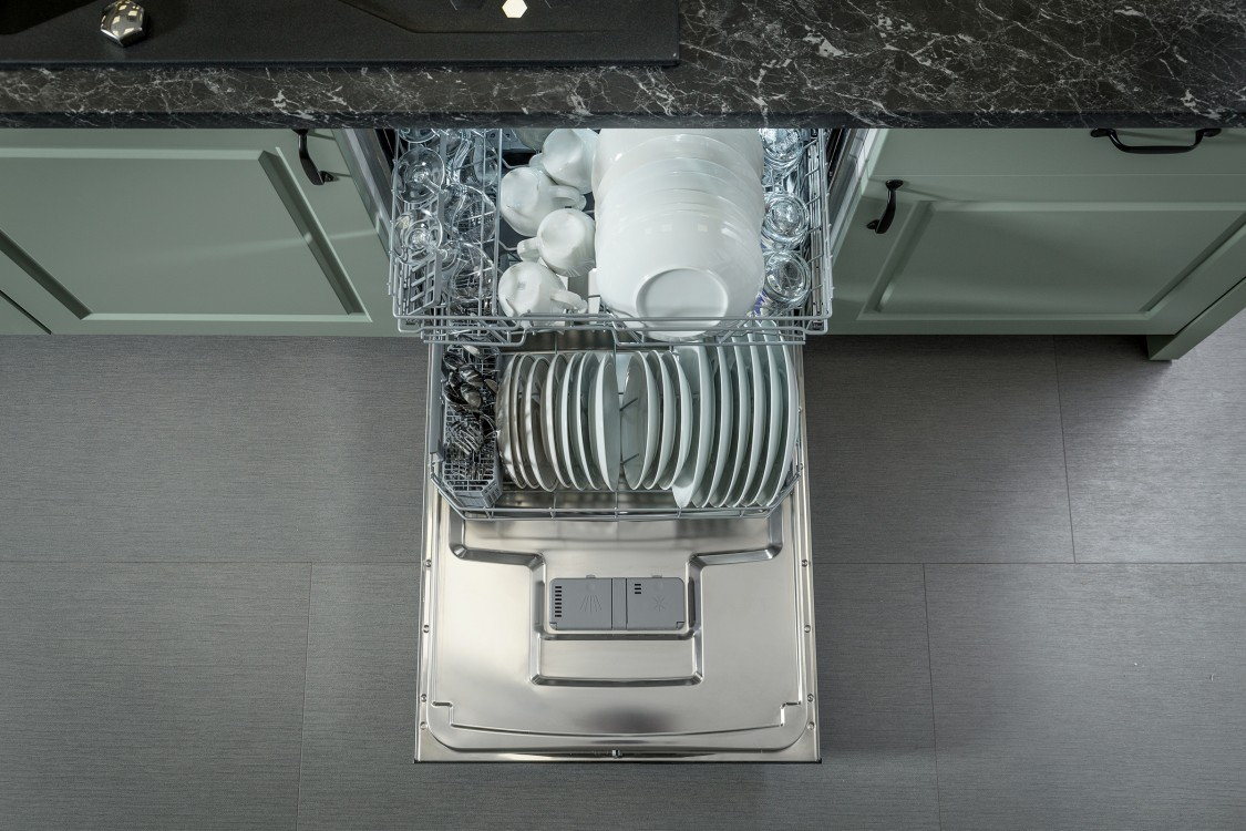 Hisense Dishwasher Top View Open Full With 15 Place Settings